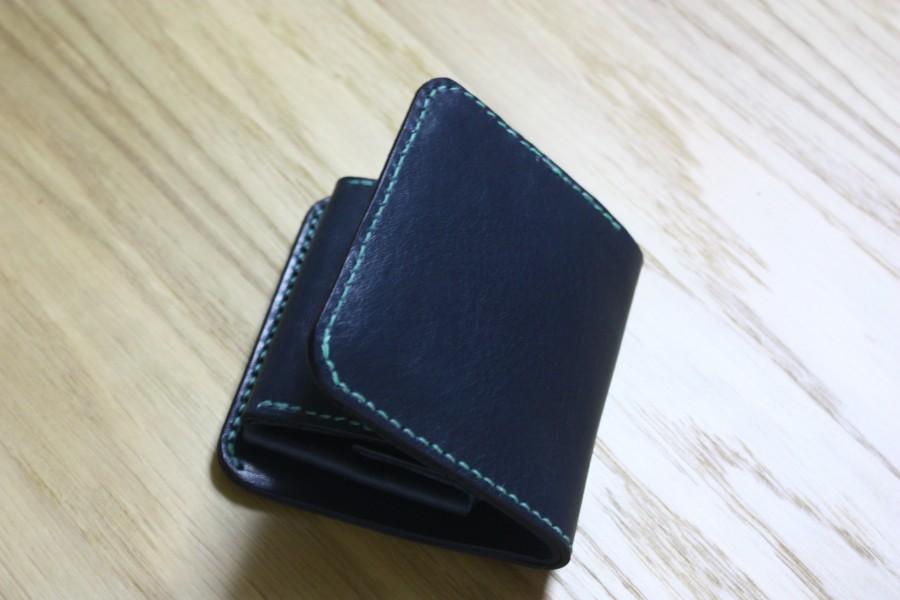 新色!ネイビー:二つ折り財布