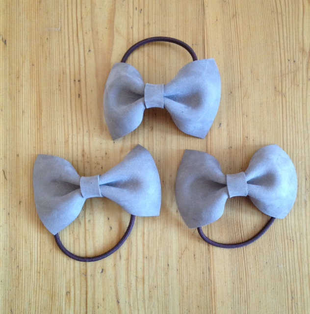 New color: hair band with beige leather bow!